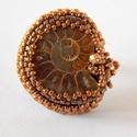 Ammonite - gyöngy hímzett gyűrű, Különleges  gyűrűt készítettem Ammonitból. ...