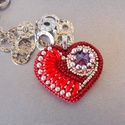 Valentin napi meglepetés - love - gyöngy hímzett ékszer, Ékszer, Képzőművészet, Bross, kitűző, Nyaklánc, Már a Valentin napra gondolok ezekkel a kis cuki szívecskékkel.  Az következő a Love , ő igazi vörös..., Meska