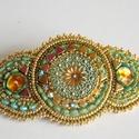 Jaipur -gyöngy hímzett  hajcsat, Ékszer, Képzőművészet, Indiai stílusú hajcsatot készítettem. Olyan, mintha egy indiai menyasszonynak készült volna.   A köz..., Meska