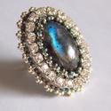 Labradorite - gyöngy hímzett gyűrű, Ékszer, Képzőművészet, Gyűrű, Csodás, kék fényű labradorittal készítettem ezt a gyűrűt. Ahogy fordítod, úgy változik a színe.  Nem..., Meska