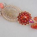 Tavaszi virágok   -   gyöngy hímzett nyaklánc, Ezt a coral fossillia féldrága követ és a chil...