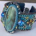 Carnival - gyöngy hímzett karkötő, Ékszer, Képzőművészet, Karkötő, Egy csodaszép nagy /4,5 cm/ labradorit féldrága kővel készült. Fantasztikusan szép kék fénye van enn..., Meska