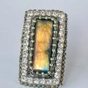 Arany labradorite- gyöngyhímzett gyűrű, Ékszer, Gyűrű, Csodaszép, arany fényű labradorite féldrága kőből készült ez a gyűrű.  A mérete tekintélyes , de nem..., Meska