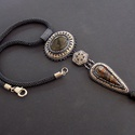 Trónok harca   -gyöngy hímzett, gyöngy horgolt  nyaklánc, Hangulatában , stílusában a Trónok harca filmb...