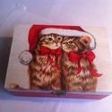 Cicás karácsonyi doboz, Ékszer, óra, Otthon, lakberendezés, Ékszertartó, Tárolóeszköz, Decoupage, transzfer és szalvétatechnika, Festett tárgyak, Nagy méretű karácsonyi cicás mintájú doboz.  Mérete: 17,5cmX12cmX8cm.  Leginkább a cicákat kedvelők..., Meska