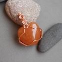 Narancs aventurin szív medál+ajándék, Ékszer, Medál, Szív alakú narancs aventurinból és vörösrézdrótból készítettem ezt a medált. Akasztóval..., Meska