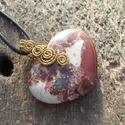 Szív alakú jáspis medál sárgarézzel+ajándék, Ékszer, óra, Medál, Nagyméretű jáspis szíből és sárgarézből készítettem ezt a medált. Akasztóval együtt: 4 cm.  Ajándékb..., Meska