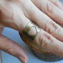 Szívecskés sárgaréz gyűrű, Ékszer, Gyűrű, Ékszerkészítés, Fémmegmunkálás, Sárgarézből készítettem ezt az állíthatós gyűrűt. 17-18 mm átmérőjű ujjra ajánlom. Közepén szívecsk..., Meska