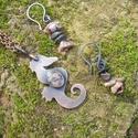 Csikhóhal medál rodonittal+ajándék fülbevaló, Ékszer, Medál, Fülbevaló, Vörösrézből fűrészeltem ezt a parányi kis csikóhalat. Kapott a pocakjába egy szép ovális rodonitot i..., Meska