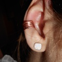 Levélmintás vörösréz fülgyűrű, Ékszer, Fülbevaló, Vörösrézből készült fülgyűrű. Apró levélkeminták díszítik., Meska