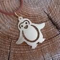 Pingvines sárgaréz medál+ajándék, Ékszer, Medál, Sárgaréz lemezből fűrészeltem ezt az aranyos pingvin mintát. A medál akasztóval együtt: 4,5..., Meska
