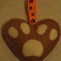 Kutyamancs, Dekoráció, Ünnepi dekoráció, Dísz, Karácsonyi, adventi apróságok, Ez egy szines filc anyagból, kézzel varrott, kutyamancs alakú dísz/dekor, mely pamutvattával do..., Meska