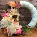 Tavaszi kopogtató, Dekoráció, Otthon, lakberendezés, Esküvő, Húsvéti díszek, Lepkés kopogtató pasztell színekben, csipkeszalaggal!  Igazi tavaszváró színekben és hangulat..., Meska