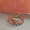 Rózsaszín-ezüst memória karkötő, Ékszer, Karkötő, Ékszerkészítés, Halvány rózsaszín és ezüst színű gyöngyökkel díszített memória karkötő. Szolíd, elegáns viselet nők..., Meska