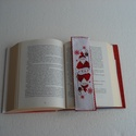 Mikulás könyvjelző, Naptár, képeslap, album, Könyvjelző, Mikulásos könyvjelző, amely keresztszemes hímzéssel készült. Mérete: 21,5 x 5,5 cm. Hímzőszalagra ké..., Meska