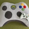 Xbox párna nem csak férfiaknak!, Otthon, lakberendezés, Férfiaknak, Legénylakás, Focirajongóknak, Varrás, Szuper kényelmes párna xbox játék szerelmeseinek! Az xbox kontroller alakú párna játékhoz is kényel..., Meska