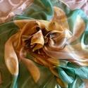 Selyemkendő, Ruha, divat, cipő, Kendő, sál, sapka, kesztyű, Kendő, Selyemfestés, Hernyóselyem kendő, melynek egy virág van a közepén, kézzel festettem gőzfixálós festékkel, aminek ..., Meska