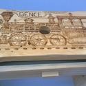 Vonatos sámli, Bútor, Otthon, lakberendezés, Szék, fotel, Vonatos sámli egy dekoratív és praktikus ülőalkalmatosság.Pirográf technikával dekorált, lakkal bevo..., Meska