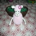 Rózsaszín horgolt bárányka, Baba-mama-gyerek, Húsvéti díszek, Játék, Horgolás, 28 cm-es horgolt rózsaszín bárány. A testet és a fej felső részét zsenilia fonalból, a karokatn láb..., Meska