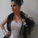 Menyasszonyi ruha, Esküvő, Ruha, divat, cipő, Menyasszonyi ruha, Esküvői ruha, Varrás, Menyasszonyi ruha. Fehér ezüstös csillogós diszitővel. Fekete tűllel,fűzővel., Meska