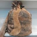 válltáska-hátizsák, Táska, Válltáska, oldaltáska, Varrás, Mintás enyhén vízlepergetős válltáska, hátizsák. Díszítve valódi bőr egyedi mintával. Bélelt belső ..., Meska