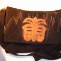 válltáska Torockói motívummal, Táska, Válltáska, oldaltáska, Bőrművesség, Varrás, Válltáska Torockói hímzés motívummal Alapanyaga:bőrhatású textil Bélelt Mérete:35cmx27cm, Meska