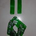 Zöld alkami nyaklánc és fülbevaló szett, Ékszer, Ékszerszett, Nyaklánc, Fülbevaló, Műanyag üdítős flakonból sütéssel készítettem ezt a szettet. Üveg hatású. Utánozhatatla..., Meska