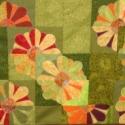 Tavasz - applikált  virágokkal díszített falvédő - Rendelhető-, Otthon, lakberendezés, Dekoráció, Lakástextil, Falvédő, Patchwork, foltvarrás, Varrás, Virágokat applikáltam erre a falvédőre. Elkészítéséhez amerikai és német patchwork vásznakat haszná..., Meska