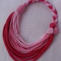 Rózsaszín rózsás textil nyaklánc, Ékszer, Nyaklánc, Pink és kétféle rózsaszín pamut anyagból készült ez a dögös textilnyaklánc.!Hossza 40 cm., Meska