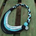 Kék rózsás textil nyaklánc, Ékszer, Nyaklánc, Színátmenetes kék pamut anyagból készült ez a dögös textilnyaklánc.Hossza 40 cm., Meska
