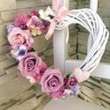 Tavaszi kopogtató, Dekoráció, Mindenmás, Otthon, lakberendezés, Ajtódísz, kopogtató, Virágkötés, Tavaszi kopogtató A szív alakú fehér vessző koszorú alapra valósághű rózsaszín és mályva selyemvirá..., Meska