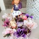 Tavaszi virágdoboz, asztaldísz, Dekoráció, Mindenmás, Otthon, lakberendezés, Ajtódísz, kopogtató, Virágkötés, Tavaszi virágdoboz, asztaldísz Világos lila kalapdobozba tettem az élethű selyemvirágokat. Közepébe..., Meska