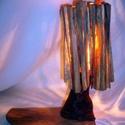 Lámpa, Otthon, lakberendezés, Lámpa, Asztali lámpa, Hangulatlámpa, Famegmunkálás, Asztali kislámpa. Magassága: 30 cm, a talpfa hossza: 25 cm. A búra hasított akácfából,  a lámpatest..., Meska