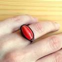 Vörös gyűrű, Ékszer, óra, Gyűrű, Fix méretű rézgyűrű vörös színű üveggyönggyel díszítve. Antikoltam. Vagány, szexi. Belső átmérő: 19m..., Meska