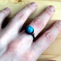 Tündöklő türkiz, Tavaszi, feltűnő színű gyűrű vörösrézdró...