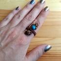 Türkiz tenger, Ékszer, óra, Esküvő, Ruha, divat, cipő, Gyűrű, Ékszerkészítés, Fémmegmunkálás, 3 soros rézdrót gyűrű, mely állítható. Türkiz színű Howlit ásvánnyal és vajszínű gyönggyel díszítet..., Meska