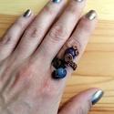 Ametiszt és kék kvarc, Ékszer, óra, Esküvő, Ruha, divat, cipő, Gyűrű, Ékszerkészítés, Fémmegmunkálás, Ásványgolyókkal díszített rézdrót gyűrű, mely állítható, elegáns, friss. A szolid elegancia jegyébe..., Meska