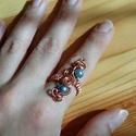 Égszínkék, Ékszer, óra, Esküvő, Ruha, divat, cipő, Gyűrű, Állítható gyűrű vörösrézdrótból. Három szál van összefűzve. Égszínkék színű üveggyöngyökkel van dísz..., Meska