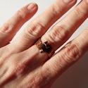 Kunkor - antikolt réz gyűrű, Ékszer, Esküvő, Gyűrű, Fűrészelt, kalapált rézgyűrű, a lemez két vége fel lett kunkorítva. Egyik nagyobb, másik kisebb. Kal..., Meska
