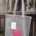 Gyapjúfilc táska - rózsaszín szíves, Táska, Ruha, divat, cipő, Válltáska, oldaltáska, Szatyor, Szürke pakolós gyapjúfilc táskát készítettem, rózsaszín szíves rátét díszítéssel.  A táska béleletle..., Meska