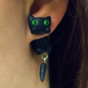 Macskás fülbevaló, Ékszer, óra, Fülbevaló, Gyűrű, Medál, Gyurma, Süthető gyurmából készítettem ezt a macskás fülbevalót.A farkuk nagyon aranyosan mozog. A macskák ú..., Meska