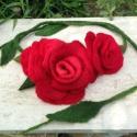 Piros rózsa nemezelt hajpánt, Vörös Rózsa nyaklánc, Dekoráció, Ékszer, Bross, kitűző, Nyaklánc, Merinói gyapjuból nemezelt természetes rózsák füzére. Hordható hajpántként, nyakláncként, ruhára, tá..., Meska