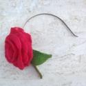 Piros nemez rózsa  hajpánt  , Dekoráció, Ékszer, Bross, kitűző, Nyaklánc, Ez a gyönyörű rózsa merinói gyapjúból készült nemezelés teknikával.  Gyönyörű színeiv..., Meska