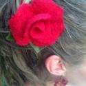 Nemez rózsa  hajcsat, Dekoráció, Ékszer, Bross, kitűző, Nyaklánc, Nemezelés, Varrás, Ez a gyönyörű rózsa merinói gyapjúból készült nemezelés teknikával.  Gyönyörű színeivel és formájáv..., Meska