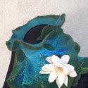 Lótusz virágos merinói nemez gallér. Vizi tündér sál tavirózsa kitüzővel, Ruha, divat, cipő, Női ruha, Ez a gyönyörü sál egy fodros nyak köré gombolható ruhadarab mely merinó gyapjúból és hernyóselyemből..., Meska