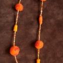 Nemez nyaklánc, Ékszer, Nyaklánc, Hosszú nemeznyaklánc. Magyar merinói gyapjúból készült nemezgolyókból és üveggyöngyből fűzve. Kapocs..., Meska