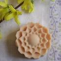 Lazító virágok, Szépségápolás, Szappan, tisztálkodószer, Növényi alapanyagú szappan, Natúrszappan, Szappankészítés, Kényeztető, nyugtató szappan érzékeny bőrre is.    Csak 100%-os tisztaságú olajokat, zsírokat, illó..., Meska