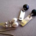 Zöld és fehér tenyésztett gyöngy fülbevaló , Kézzel készült modern fülbevaló tenyésztett ...