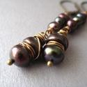 Irizáló lila tenyésztett gyöngy fülbevaló, Irizáló lila tenyésztett gyöngyökkel készül...