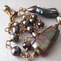 Irizáló lila tenyésztett gyöngy karkötő, Irizáló lila tenyésztett gyöngyökkel készül...